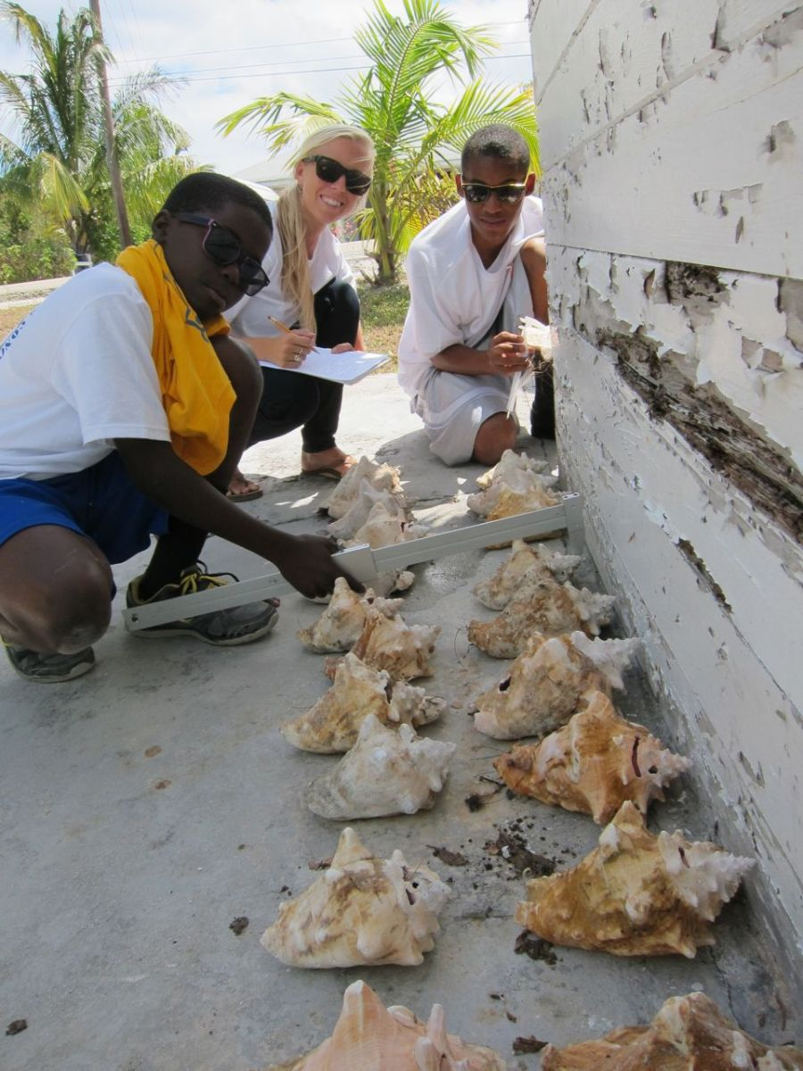 Tiffany Gray of the Cape Eleuthera Institute assists students.